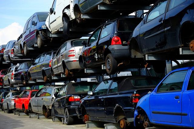 Szara strefa w recyklingu pojazdów przynosi budżetowi straty w wysokości minimum500 milionów złotych rocznie