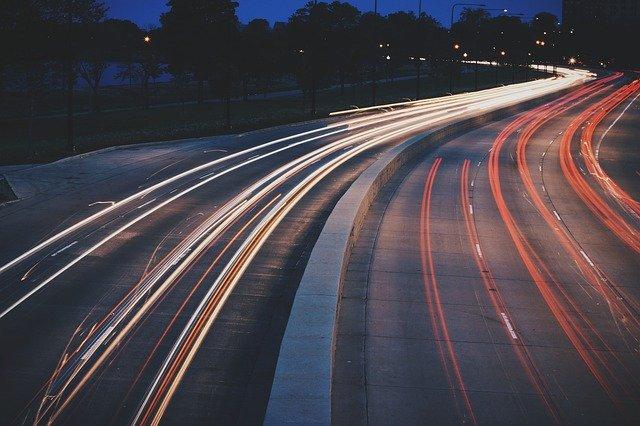 Jaka jest data sprowadzenia auta przy obowiązku rejestracji?