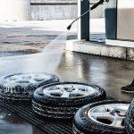 Wymiana opon, mycie samochodu - czy są obecnie dozwolone?