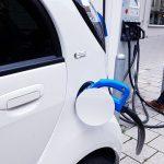 Obowiązek uzyskania zaświadczeń blokuje elektromobilność? Branża interweniuje i apeluje o zmianę pra...