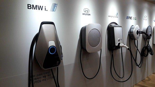 Nowe regulacje prawne sprzyjające rozwojowi e-mobility na polskim rynku motoryzacyjnym