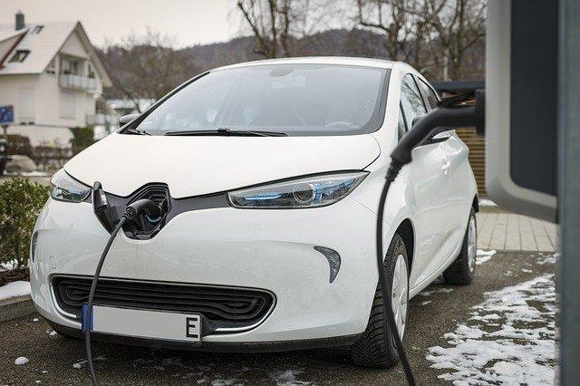 Likwidacja zaświadczeń o zwolnieniu z akcyzy dla aut elektrycznych? Jest stanowisko MF