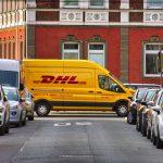 Rejestracja pojazdu przez dealera - czy dokumenty i tablice rejestracyjne może doręczyć kurier?
