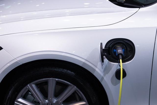 Projekt ustawy o zmianie ustawy o elektromobilności i paliwach alternatywnych przyjęty przez Radę Ministrów